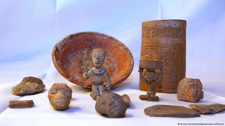 Alemania entrega a México esculturas mayas robadas